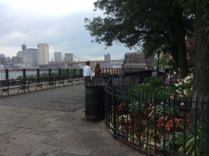 Promenade à Brooklyn le long du Hudson photos libres de droits