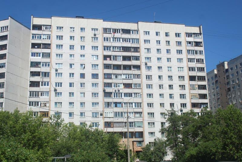 Promenade à Korolev Maison de yard de rue de Gorki image stock