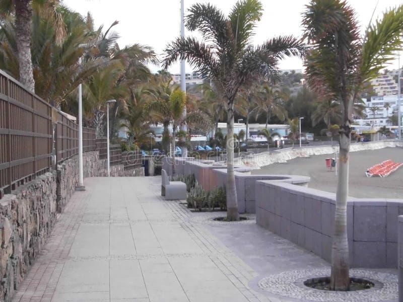 Promenade à la plage de San AgustÃn/mamie Canaria photographie stock libre de droits