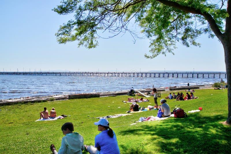 Promenade blanche populaire de plage de roche près de Vancouver, AVANT JÉSUS CHRIST, le Canada photos stock