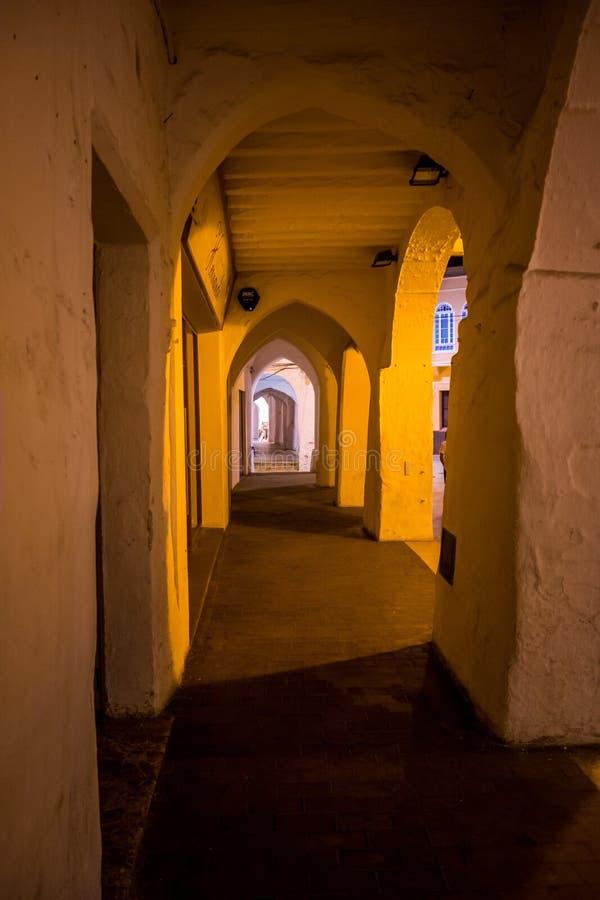 Promenade d'arcade dans Menorca images stock