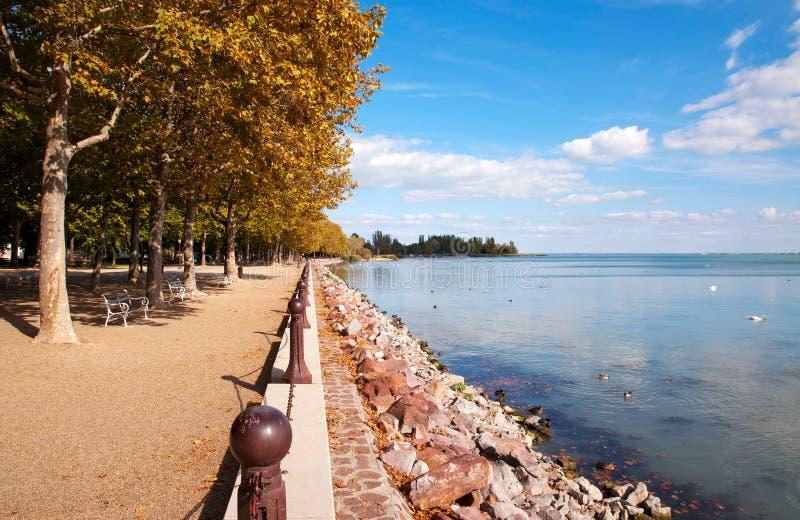 Promenade d'automne au lac Balaton, Hongrie images stock