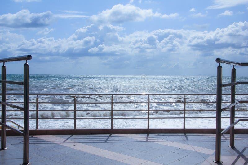 Promenade de bord de la mer photos libres de droits