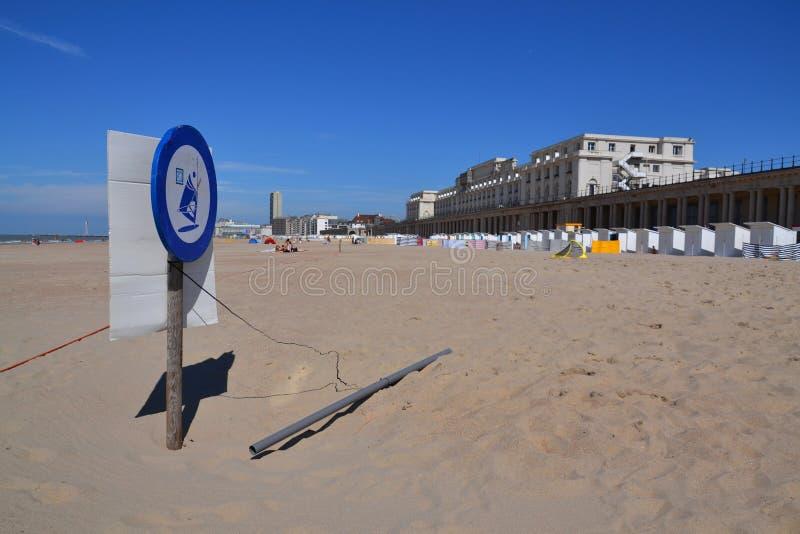 Promenade de bord de mer dans Oostende, Belgique image stock