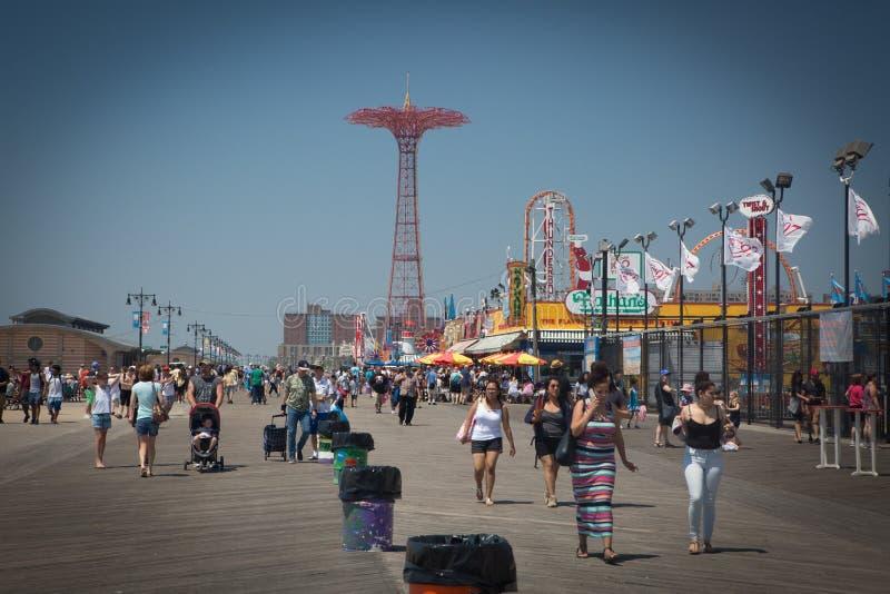 Promenade de Coney Island, tour de saut de parachute images libres de droits