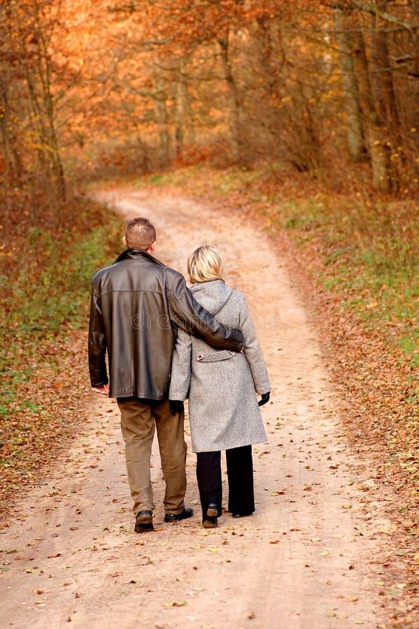 Promenade de couples images libres de droits