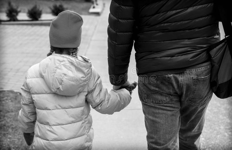 Promenade de fille de papa photographie stock