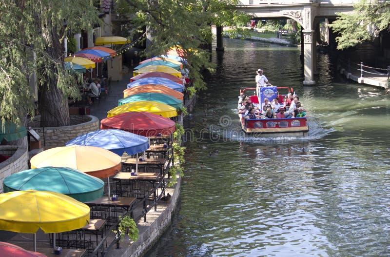 Promenade de fleuve images stock