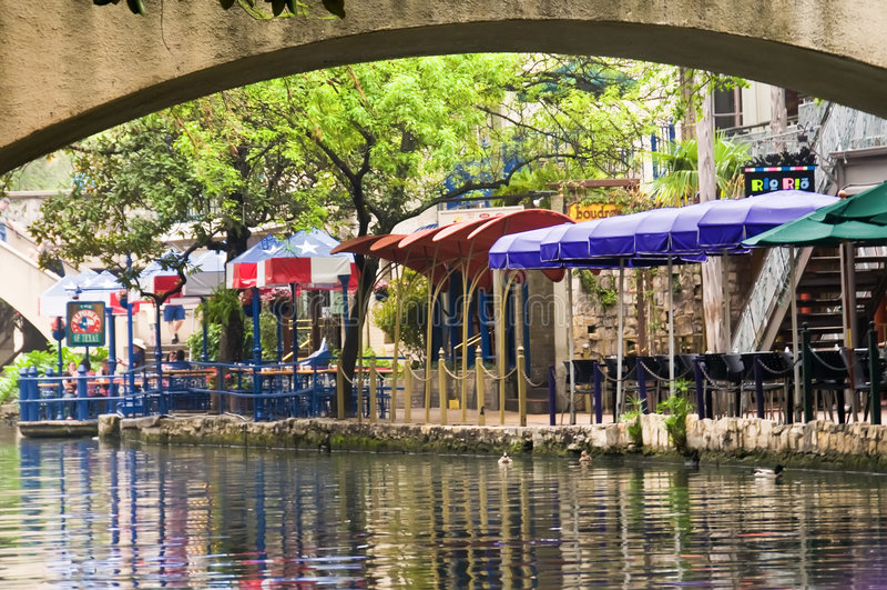 Promenade de fleuve de San Antonio de Th. photo libre de droits