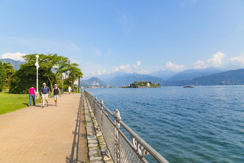 Promenade de Lakeside chez Stresa, Italie images libres de droits
