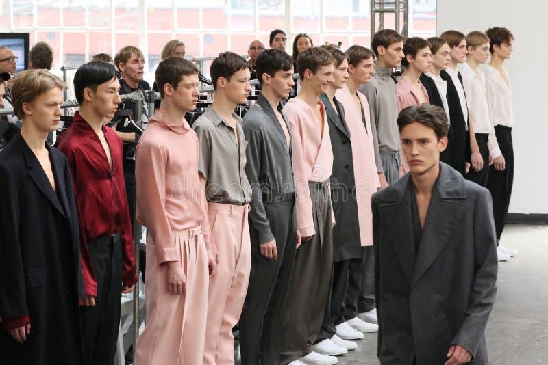Promenade de modèles la finale de piste au défilé de mode de Duckie Brown pendant la Mercedes-Benz Fashion Week Fall 2015 images libres de droits