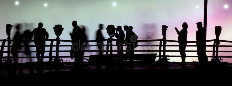 Promenade de nuit photo stock