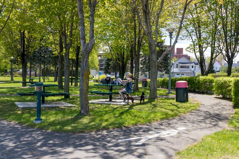 Promenade de parc de Sorel-Tracy au printemps photographie stock