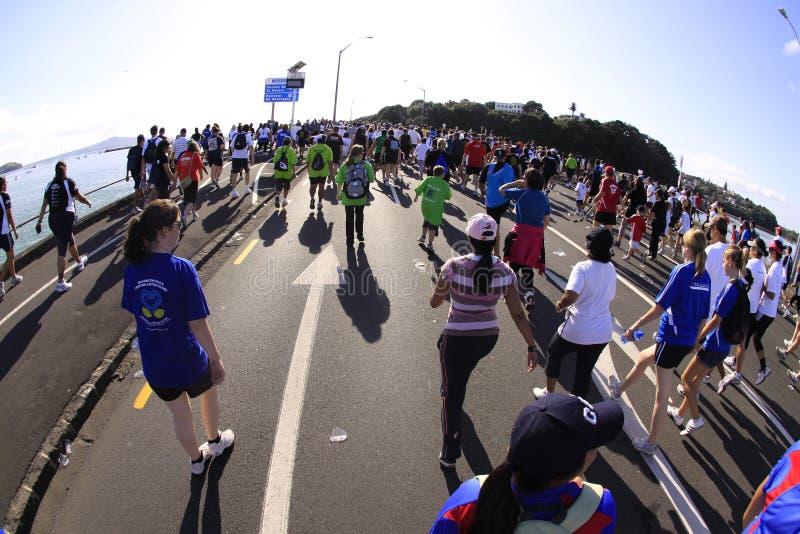 Promenade de passage d'Auckland autour des compartiments photo stock