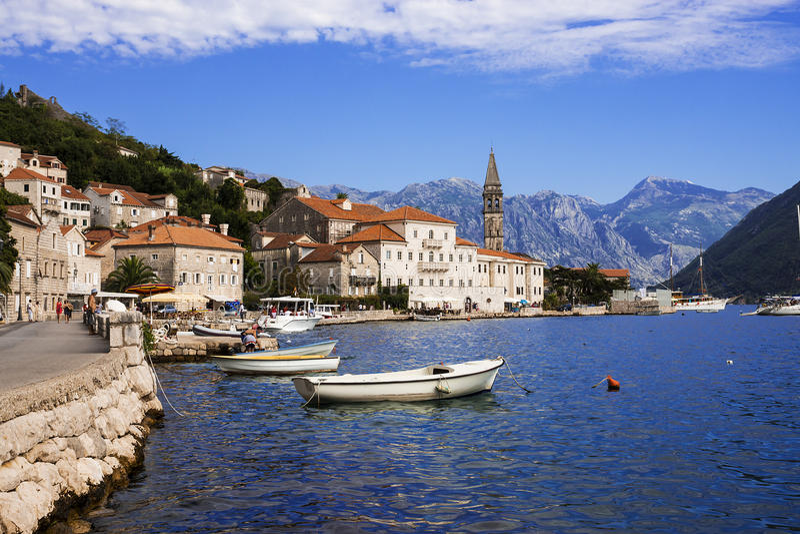 'promenade' de Perast, Montenegro imágenes de archivo libres de regalías