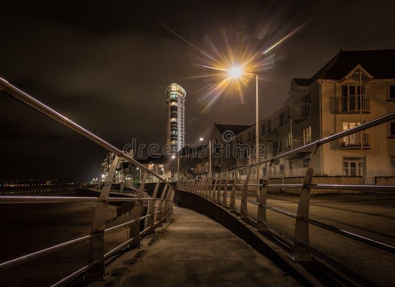 Promenade de Swansea la nuit image libre de droits