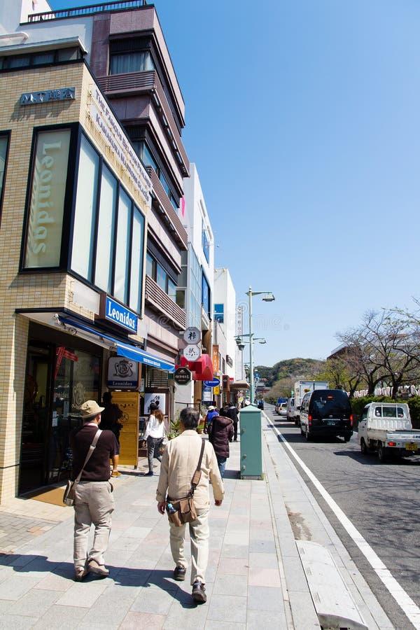 Promenade de touristes sur la rue, Japon photos libres de droits