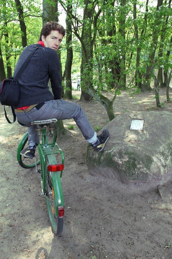 Promenade de vélo de forêt images libres de droits