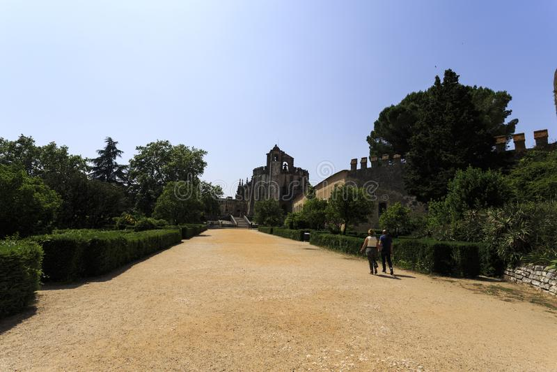 'promenade' del castillo de Templar en Tomar imagen de archivo