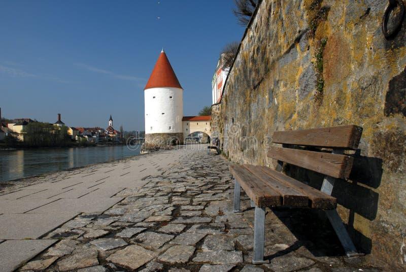 'promenade' del río en Alemania fotografía de archivo