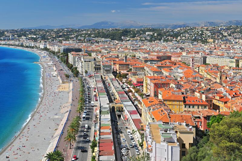 Promenade des Anglais, das Marken Zusatz-Fleurs und die Stadt von Nizza vom Chateau Parc de Colline DU, Frankreich stockfotografie