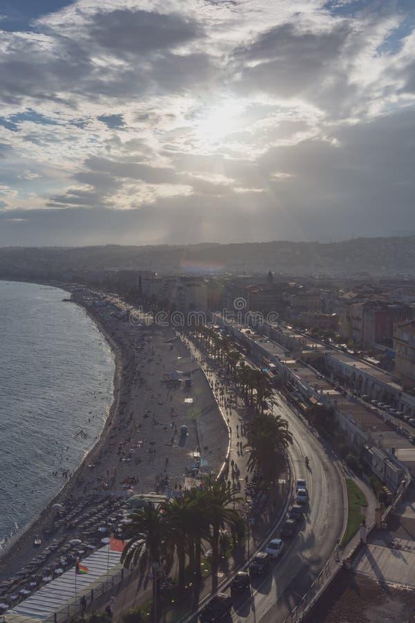 Promenade des Anglais et ville de Nice, France, par la mer, de photographie stock libre de droits
