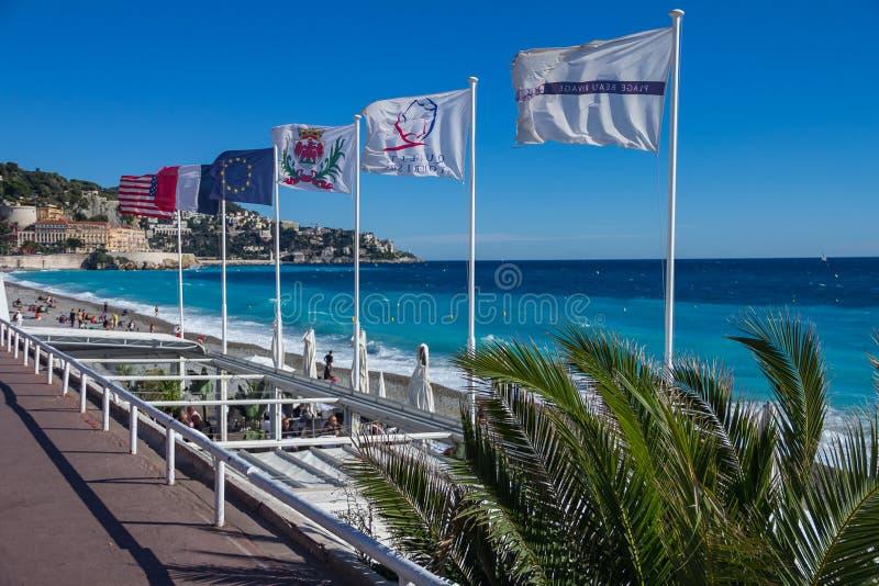 Promenade des Anglais famoso e Nizza linea costiera della città immagine stock libera da diritti