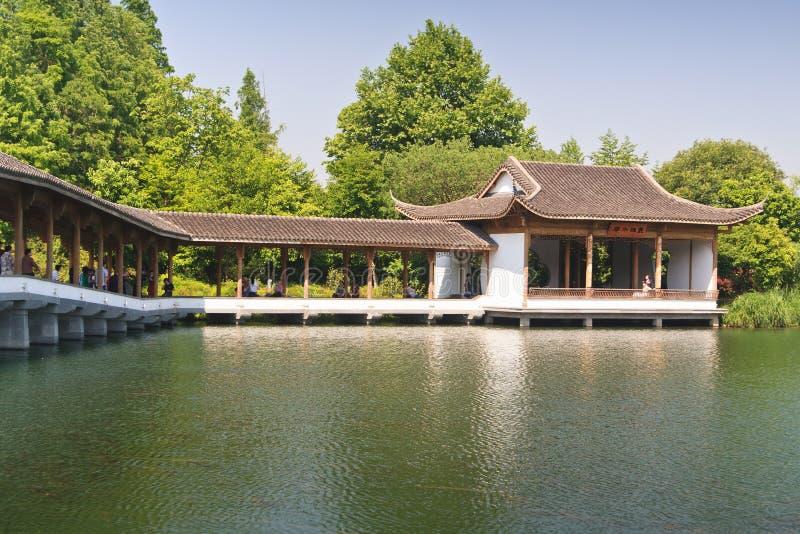 'promenade' en el lago del oeste, Hangzhou China foto de archivo libre de regalías
