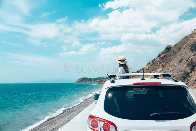 Promenade en voiture d'été à la plage images libres de droits