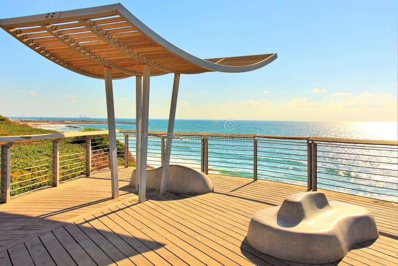 Promenade et mer Méditerranée en Israël. photographie stock