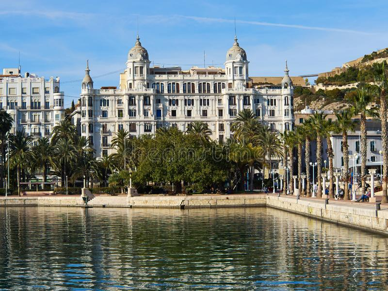 Promenade Explanada de belangrijkste en beroemde toeristenstraat Alicante royalty-vrije stock foto