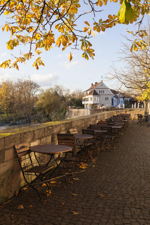 Promenade in Fluss Lech in Landsberg lizenzfreie stockbilder