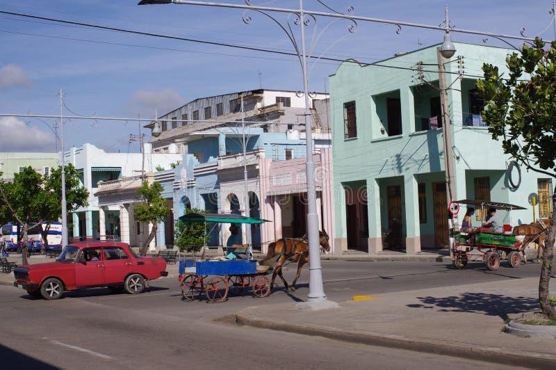 Promenade met Spaanse koloniale huizen wordt gevuld dat royalty-vrije stock foto's