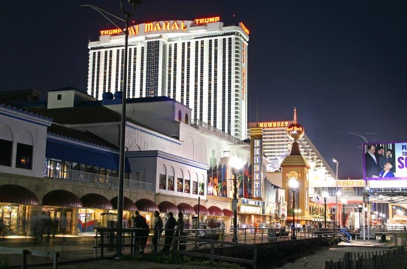 Promenade nachts in Atlantic City lizenzfreie stockbilder
