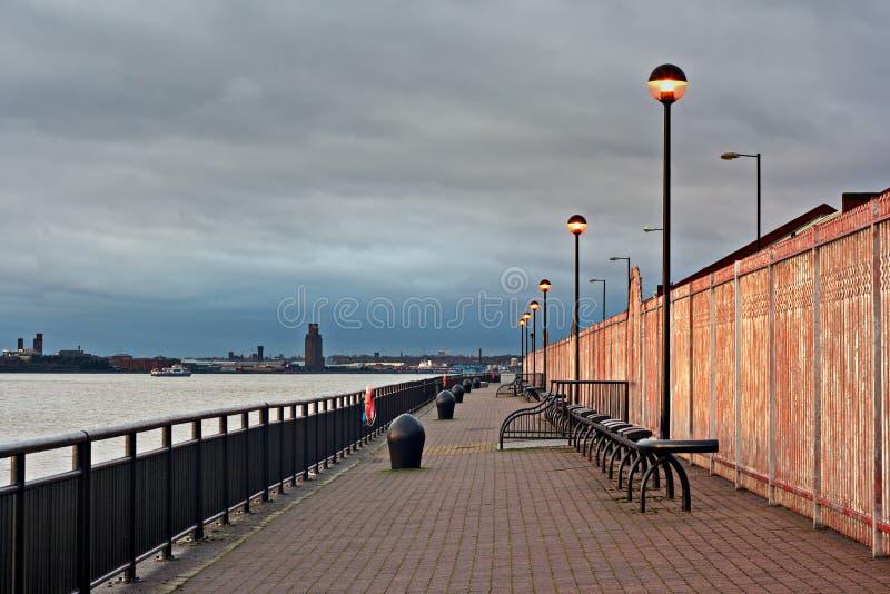 Promenade op de Rivier Mersey, Liverpool, het UK. royalty-vrije stock foto