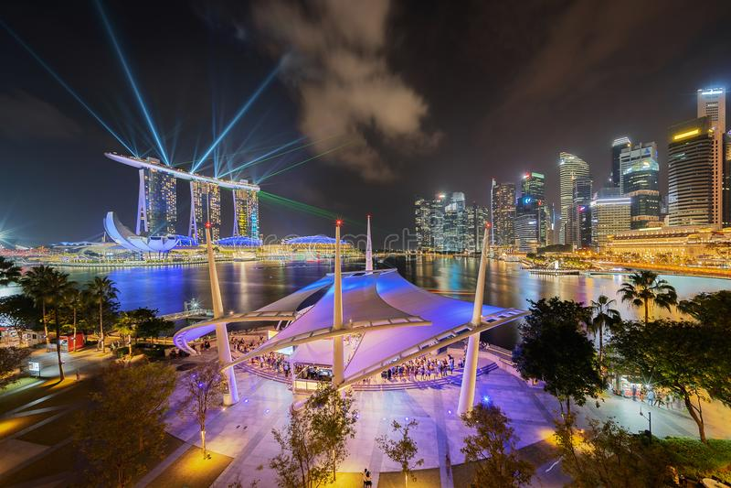 Promenade Openluchttheater in stad de Van de binnenstad van Singapore Marina Bay royalty-vrije stock foto's