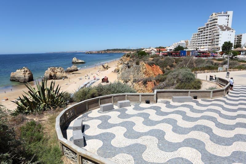 Promenade in Portimao, Portugal lizenzfreie stockbilder