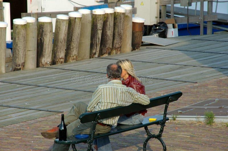 Promenade romantique, couple. photographie stock
