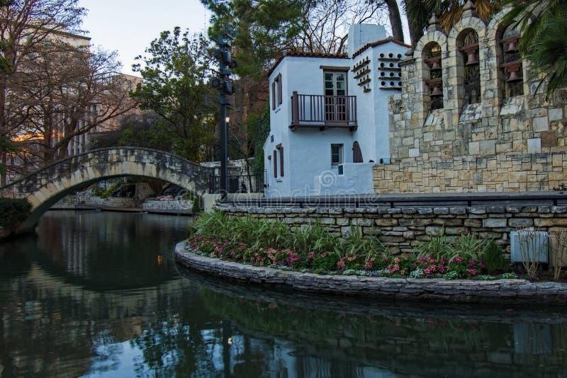 Promenade San Antonio de rivière image libre de droits