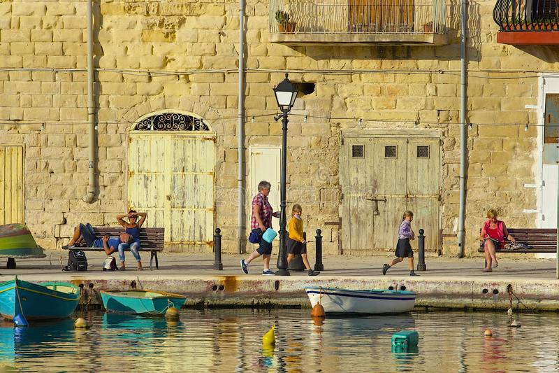 Promenade in St. Julians, Malta stockbild
