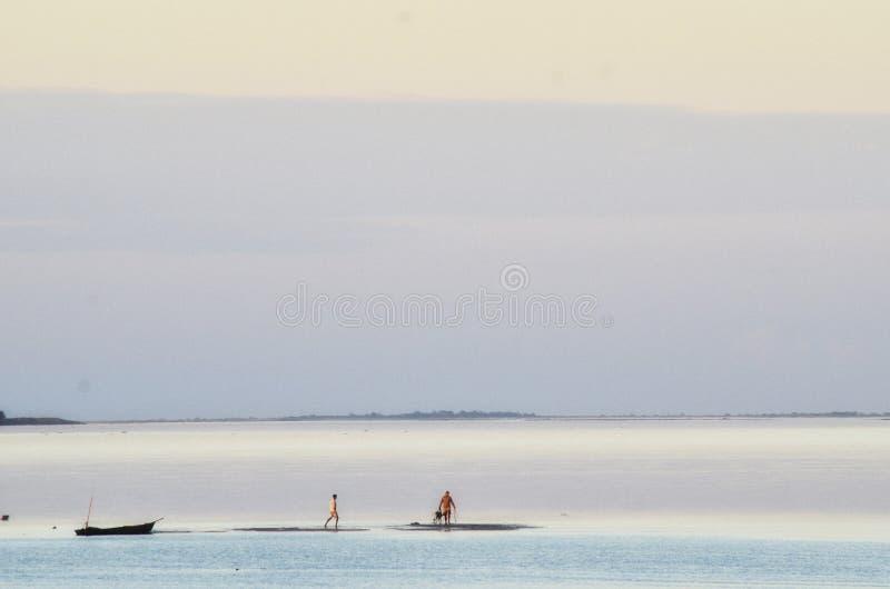 Promenade sur l'eau images libres de droits