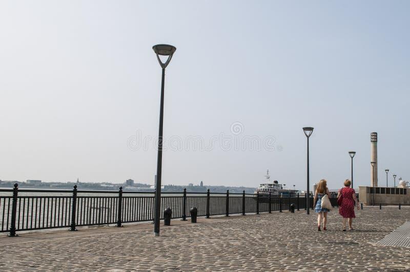 Promenade te de Waterkant van Liverpool, het UK royalty-vrije stock foto's