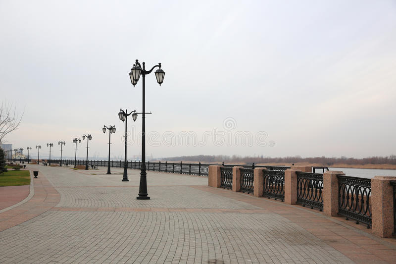 Promenade van Volga rivier Astrakan, Rusland royalty-vrije stock fotografie