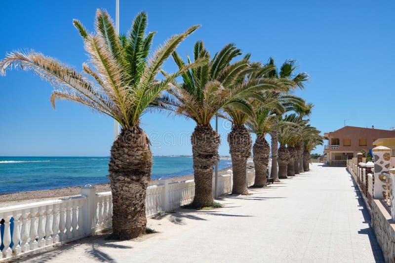 Promenade vide de bord de mer de Pilar de la Horadada photo libre de droits
