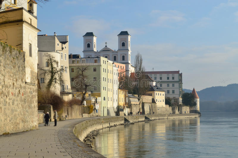 Promenaden-früher Morgen Passau Deutschland lizenzfreies stockbild