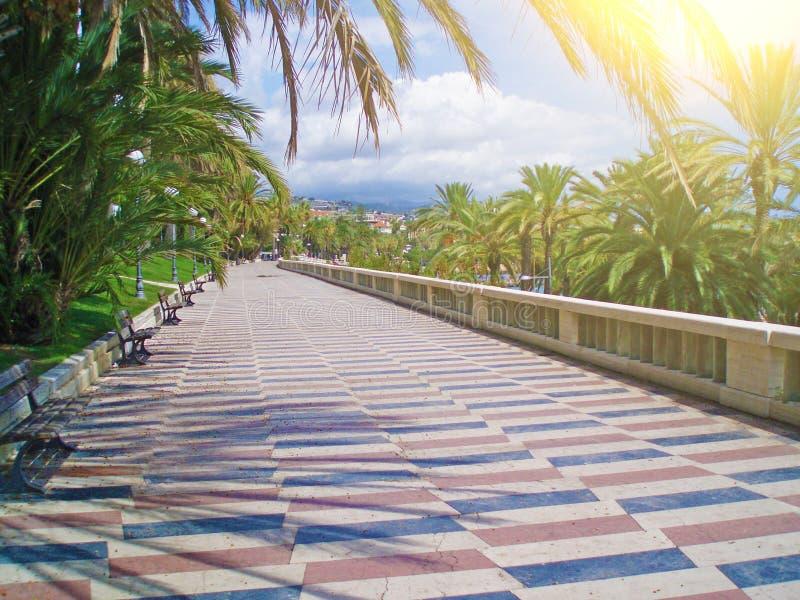 Promenadenpromenade in der Stadt von San Remo, Italien stockbilder