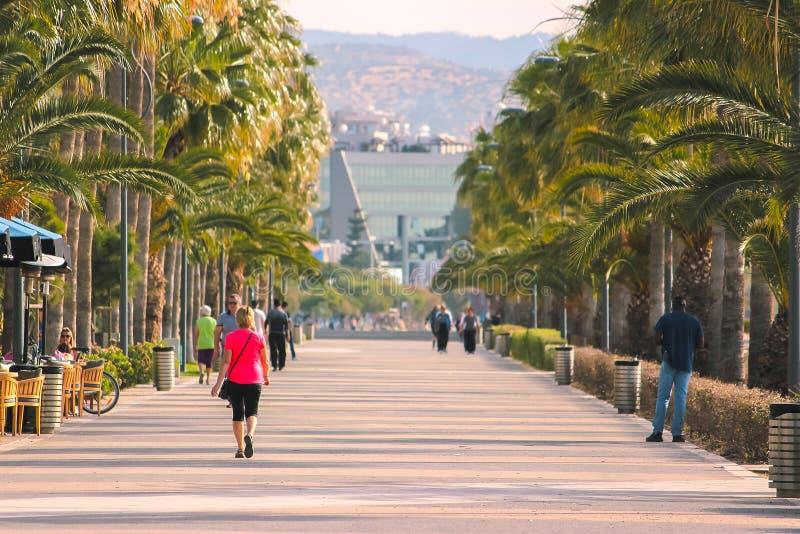 Promenadesteeg in Limassol, Cyprus royalty-vrije stock afbeeldingen