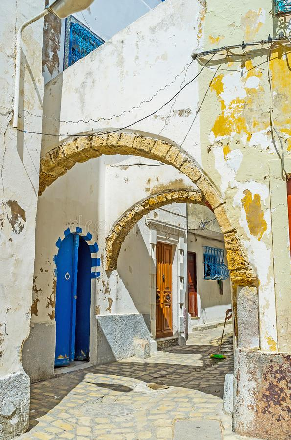 Promenez-vous dans les arches, Bizerte, Tunisie photographie stock libre de droits