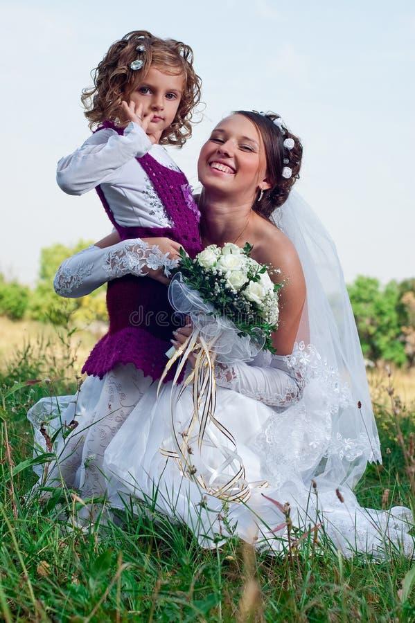 Prometido joven maravilloso y niña hermosa foto de archivo libre de regalías