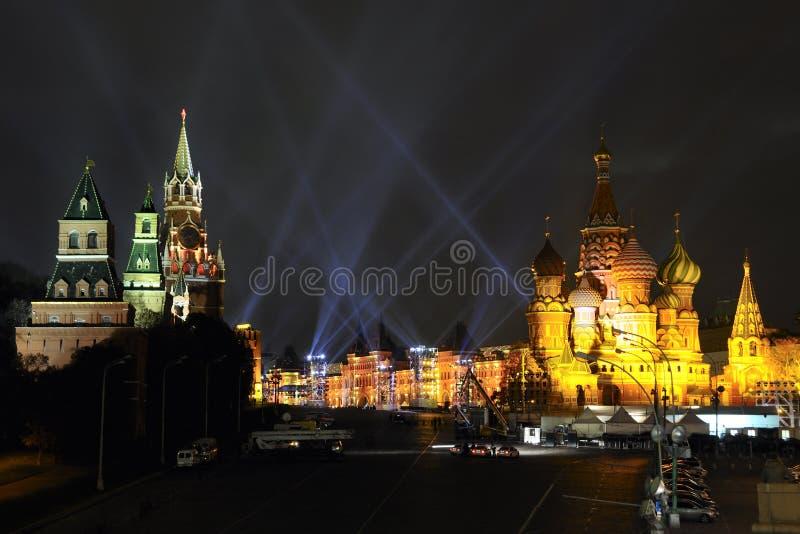 promieni złota światło nad plac czerwony zdjęcie royalty free